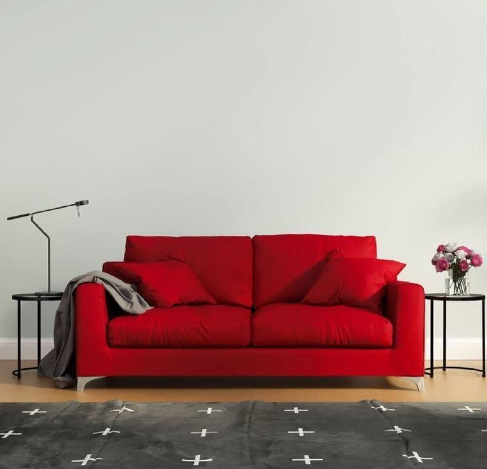 modelo de sofá vermelho para sala pequena Foto Istock