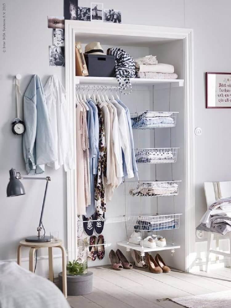 modelo simples de closet aramado pequeno Foto Wotefusi