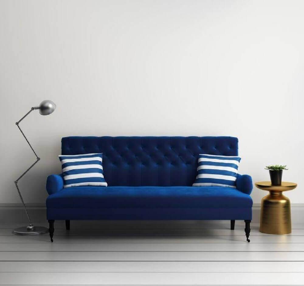 modelo sofá azul para sala pequena Foto Istock