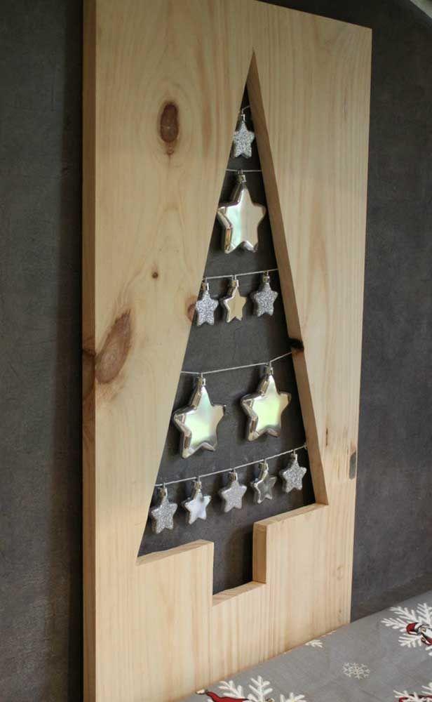 Painel de natal de madeira decorado com estrelas