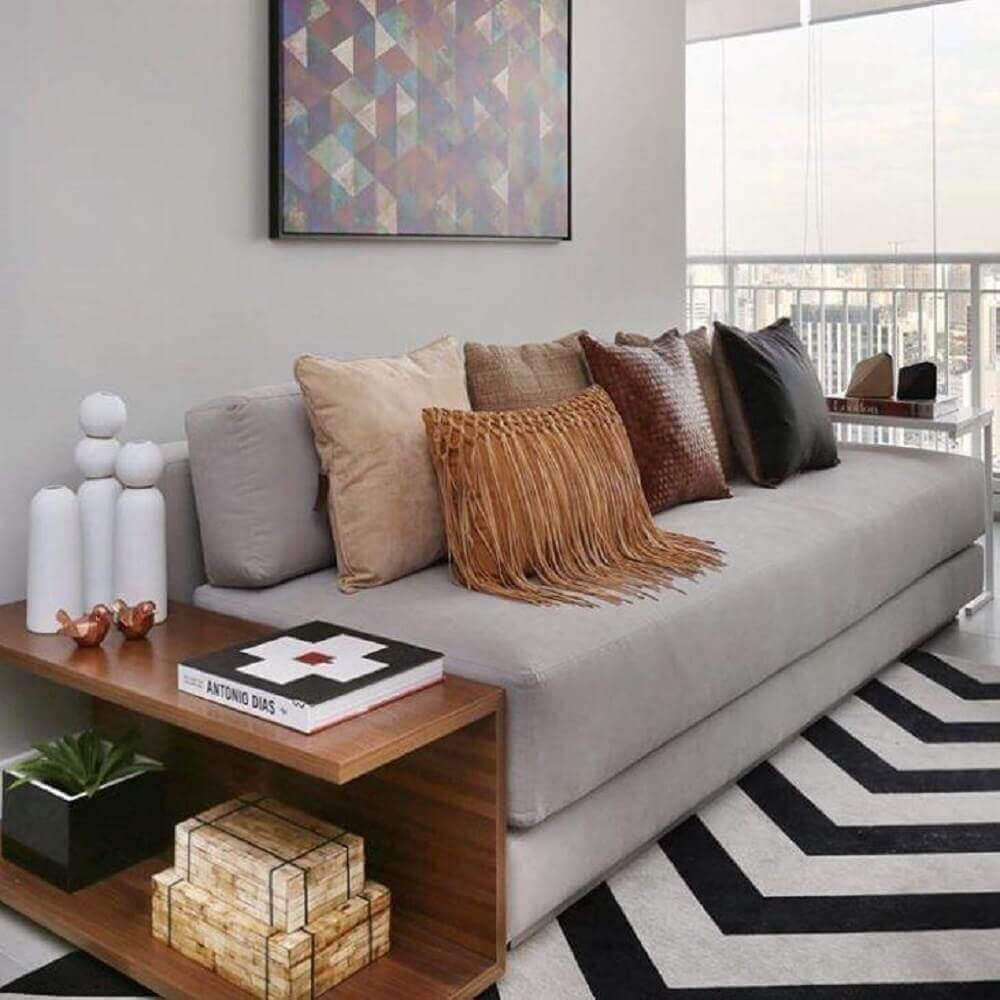 sofá para sala pequena decorado com muitas almofadas Foto Chris Silveira