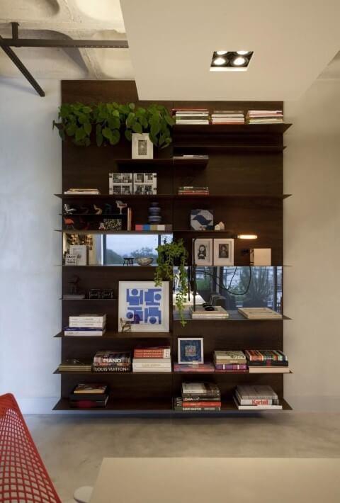Como organizar a casa com estante alta Projeto de Juliana Pippi