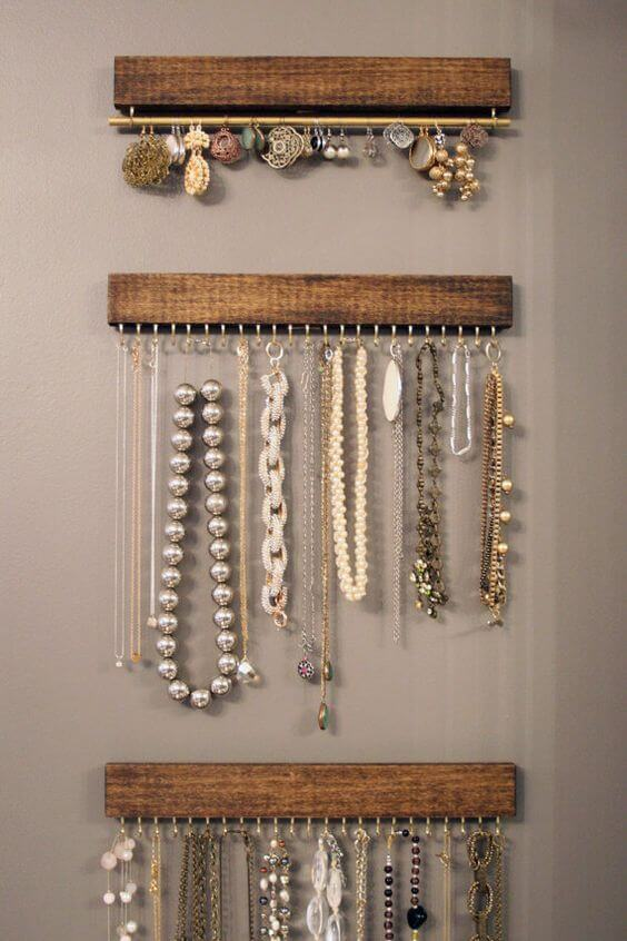 Como organizar a casa com ganchos para organizar bijuterias Foto de Conta pra Elas