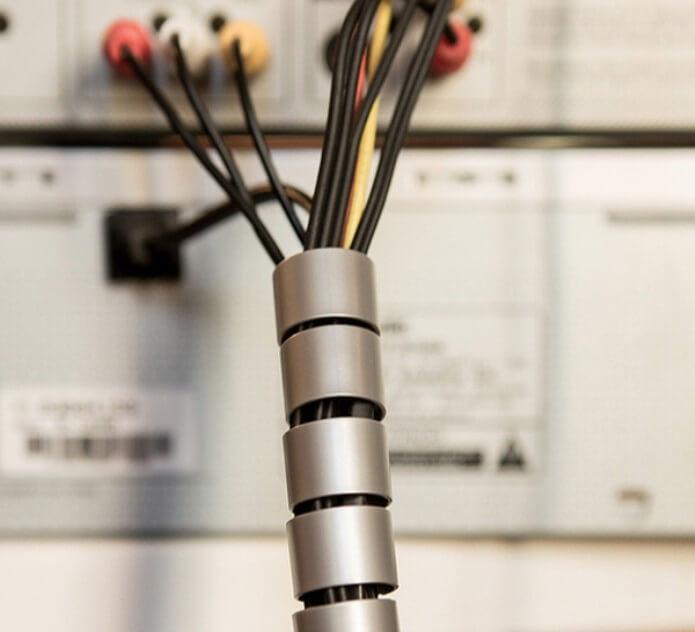 Como organizar a casa com organizador de fios e cabos Foto de TechTudo