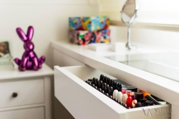 Como organizar a casa guardando a maquiagem no lugar certo Projeto de Vitral Arquitetura