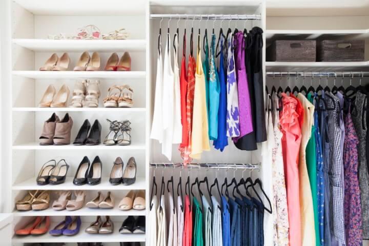 Como organizar a casa organizando o guarda-roupa Foto de Odyssey
