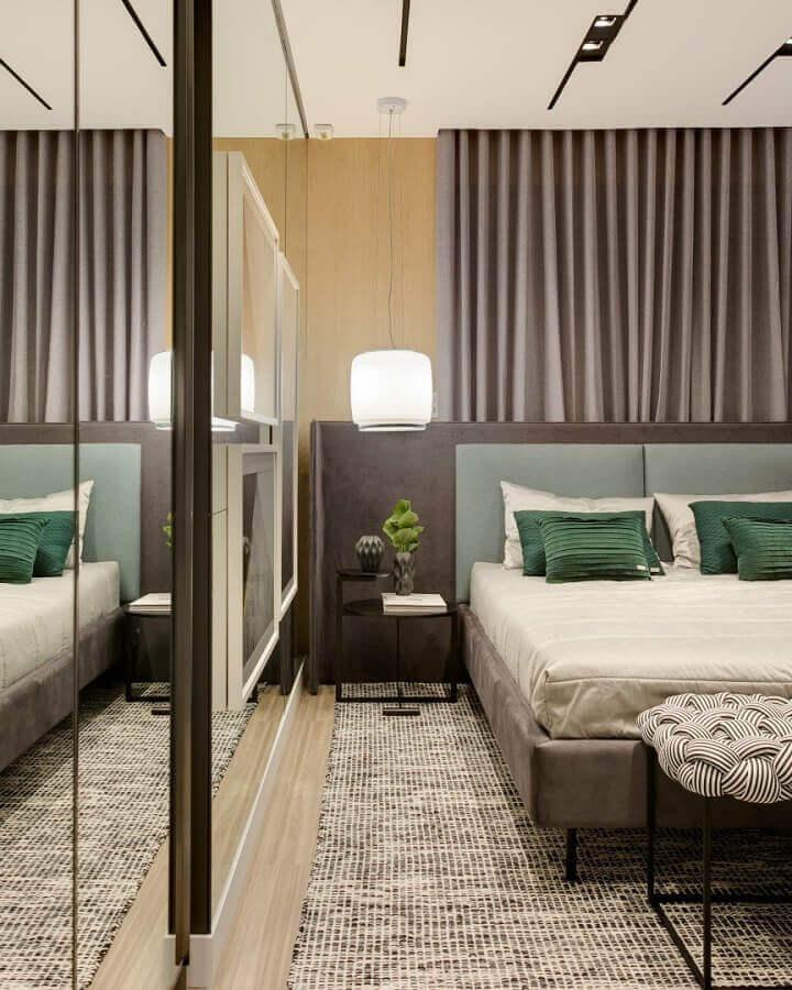 Decoração com tapete para quarto de casal moderno Foto Thaisa Bohrer