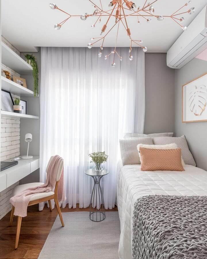 Decoração em cores claras com tapete para quarto feminino cinza e branco Foto Pinterest