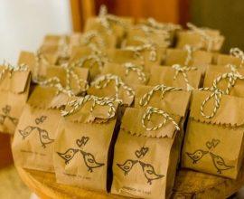Embalagens de papel personalizadas como lembrancinhas de casamento Foto de Oui Wedding Design