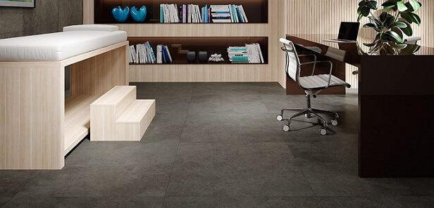 Escritório com piso vinílico escuro Foto de Duratex Madeira