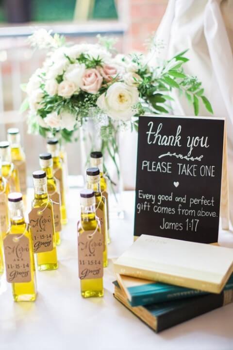 Garrafas de azeite como lembrancinhas de casamento Foto de Pinterest