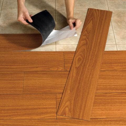 Instalação de piso vinílico autoadesivo Foto de Best Flooring Ideas