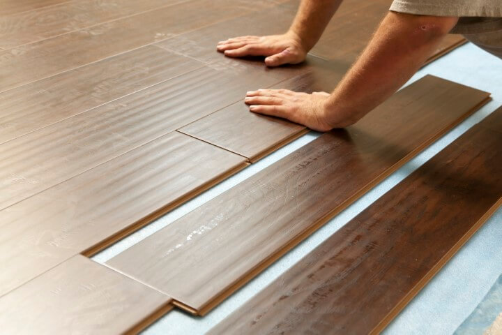 Instalação de piso vinílico click Foto de Onurumoto