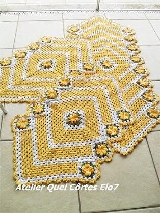 Jogo de cozinha de crochê amarelo em formato de losango Foto de Atelier Quel Côrtes