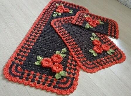 Jogo de cozinha de crochê cinza com tom de vermelho Foto de Claudia Crochetando