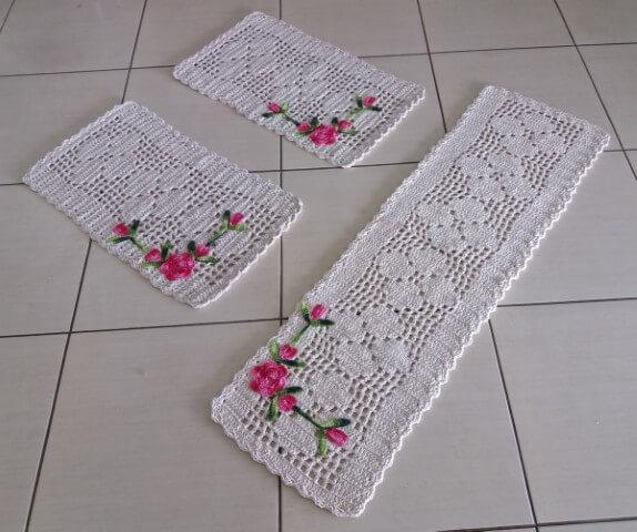 Jogo de cozinha de crochê com barbante cru com flores cor de rosa Foto de Rosa Crochês e Artesanatos