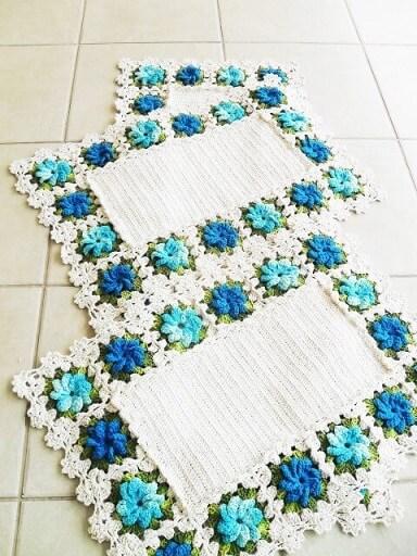 Jogo de cozinha de crochê com flores em tons de azul Foto de Atelier Quel Côrtes