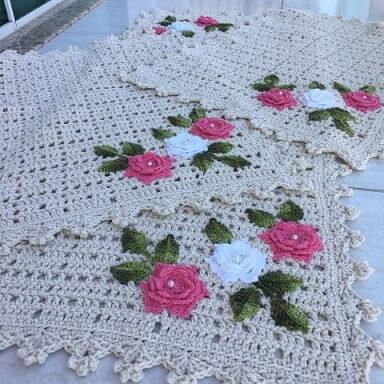 Jogo de cozinha de crochê com flores rosa e branco Foto de MS Crochê