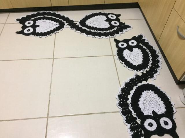 Jogo de cozinha de crochê de corujas em preto e branco Foto de Neusa Torres Artesanato