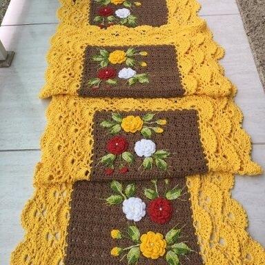 Jogo de cozinha de crochê marrom com amarelo e flores Foto de MS Crochê