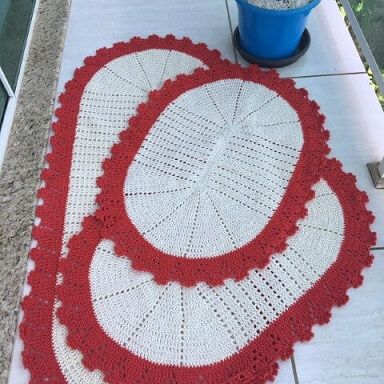 Jogo de cozinha de crochê oval com borda vermelha Foto de MS Crochê