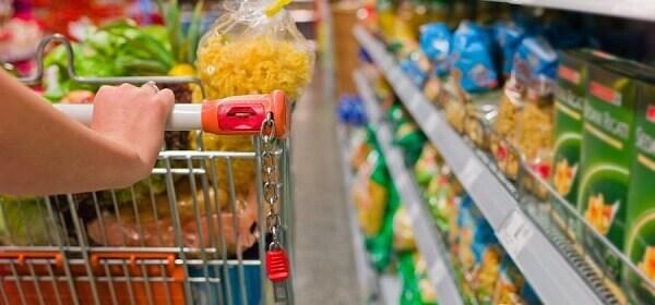 Lista de compras com carrinho de supermercado