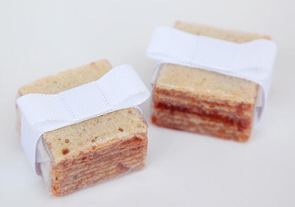 Pedaços de bolo de rolo como lembrancinhas de casamento Foto de Piece of Cake