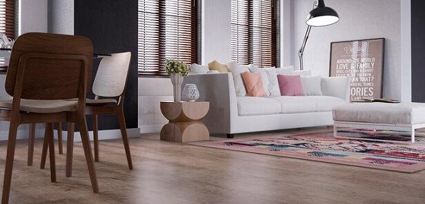 Piso vinílico imitando madeira em sala integrada Foto de Duratex Madeira