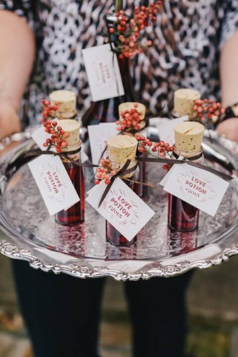 Potinho com bebida como lembrancinhas de casamento Foto de Wedding Day Colors