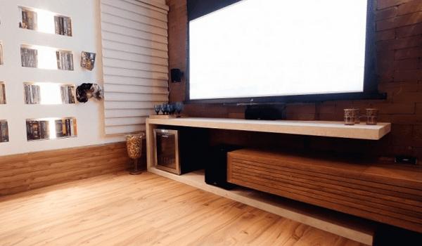 Rodapé de madeira alto