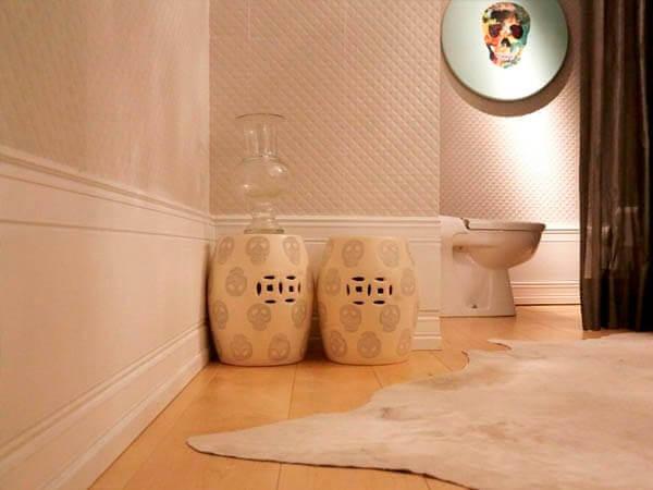 Rodapé de poliestireno em banheiro