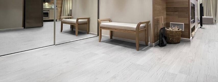Sala com piso vinílico cinza Foto de Dry Gesso