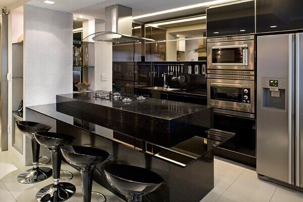 Silestone preto na cozinha