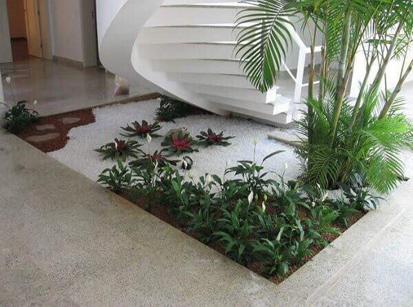 Tipos de plantas para jardim de inverno sob a escada
