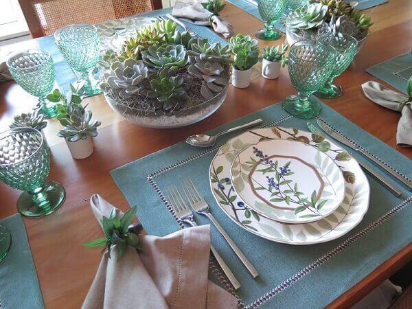 Tipos de plantas suculentas compõe a mesa posta completa
