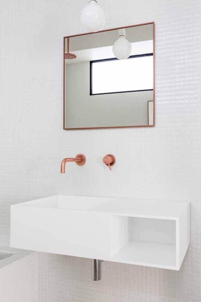 banheiro clean decorado com torneira e espelho rose gold Foto Archilovers