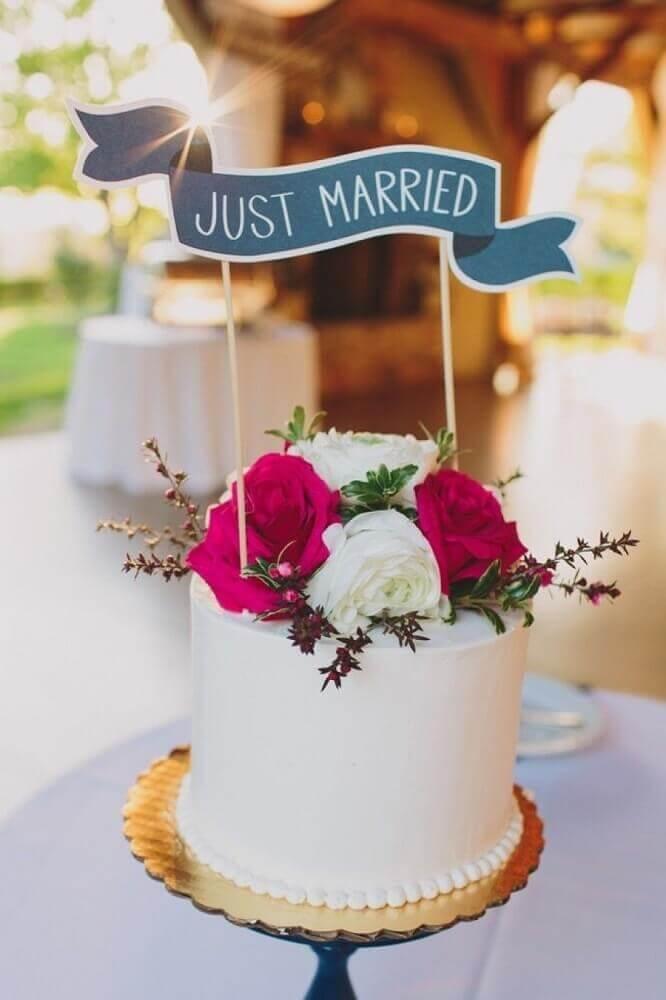 bolo para casamento simples decorado com flores Foto Bodas y Weddings