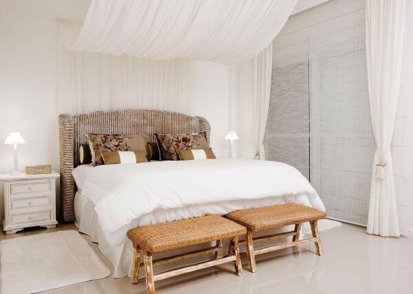Cores para quarto clean com cortinas brancas