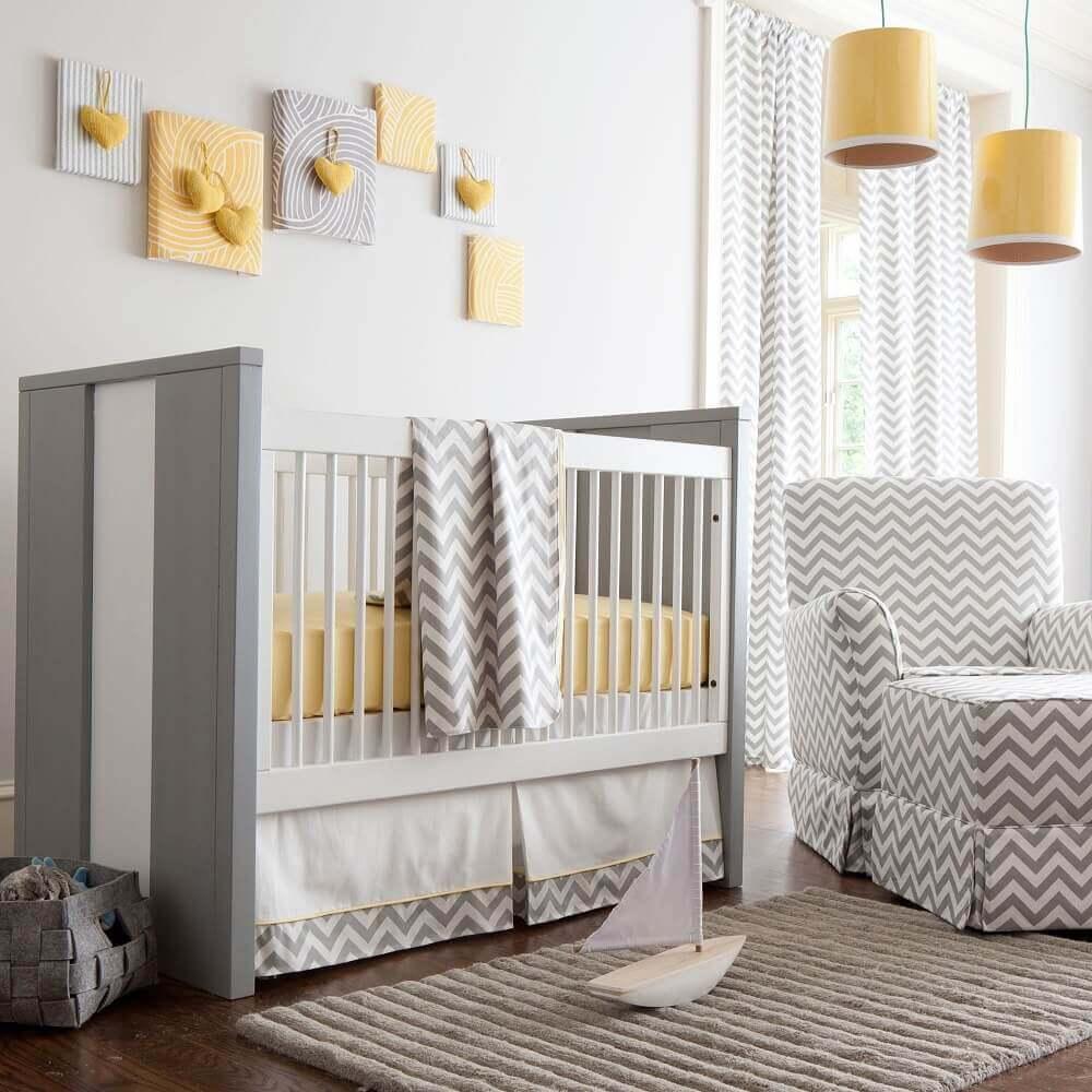 decoração amarela e cinza com tapete para quarto de bebê Foto Noaki Jewelry
