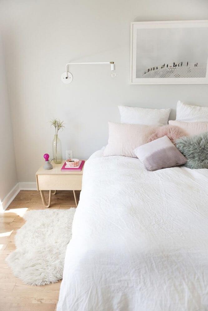decoração clean com tapete felpudo para quarto Foto Interior Design Magazine