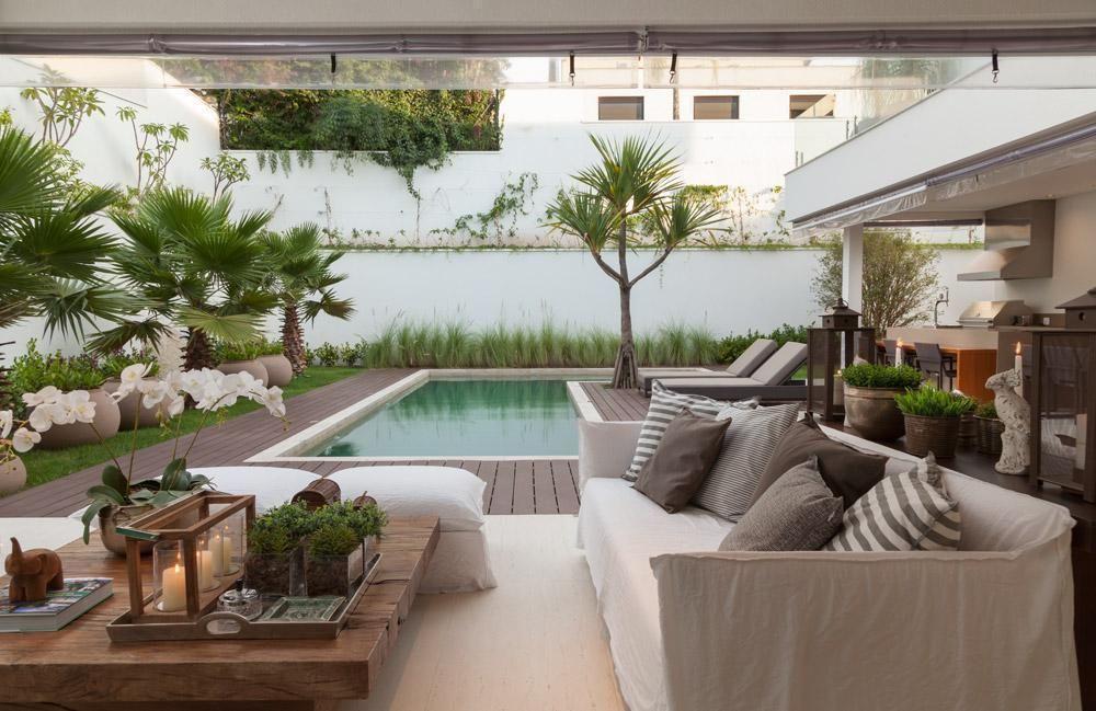 decoração com móveis para área externa com piscina Foto AR Arquitetura