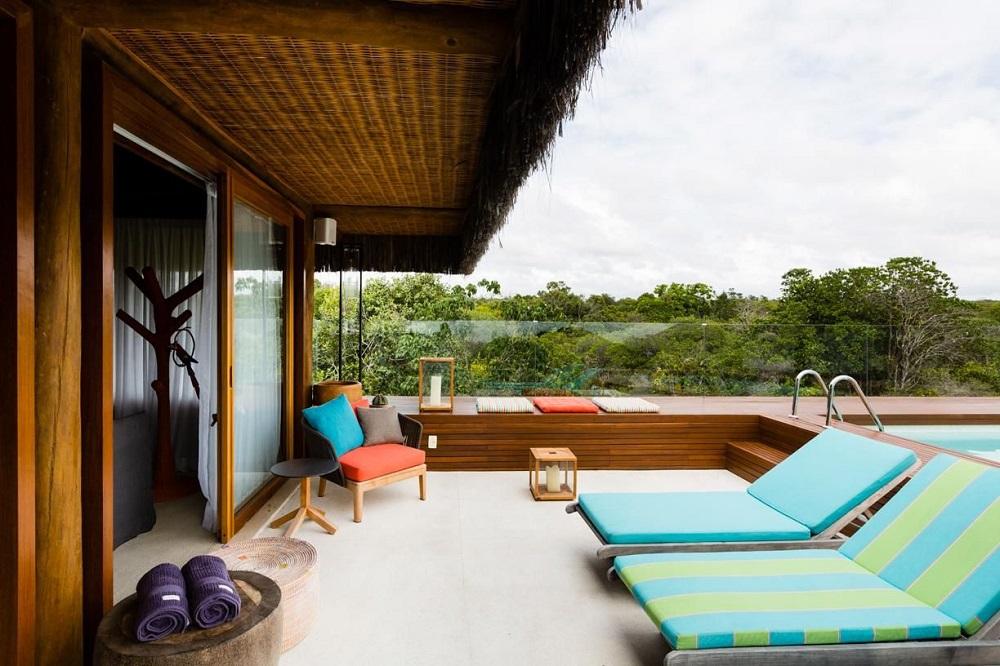 decoração com móveis para área externa com piscina Foto Antônio Ferreira Junior e Mário Celso Bernardes