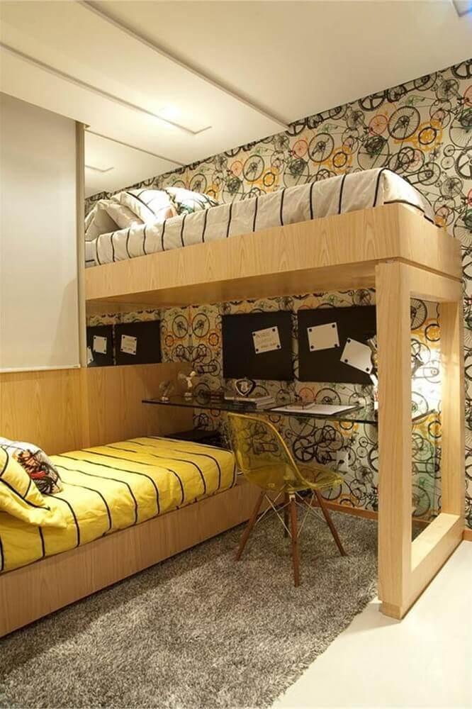 decoração com papel de parede quarto de solteiro planejado com duas camas de madeira Foto Imperius Imóveis