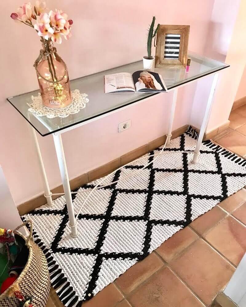 decoração com passadeira de crochê embaixo de aparador Foto Patterns Hakeln