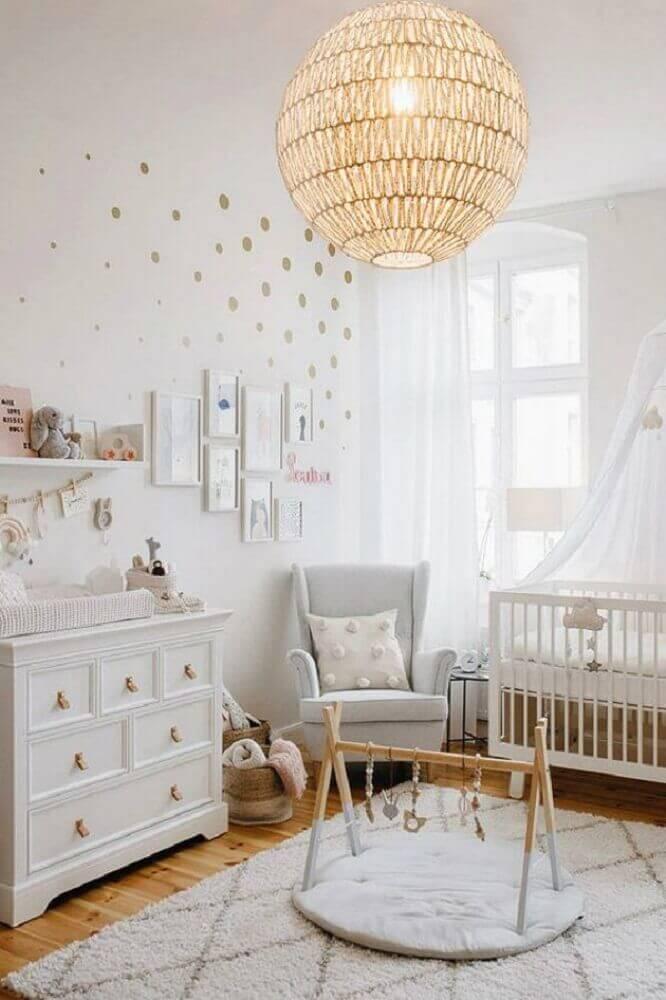 decoração com tapete para quarto de bebê todo branco Foto Pinterest
