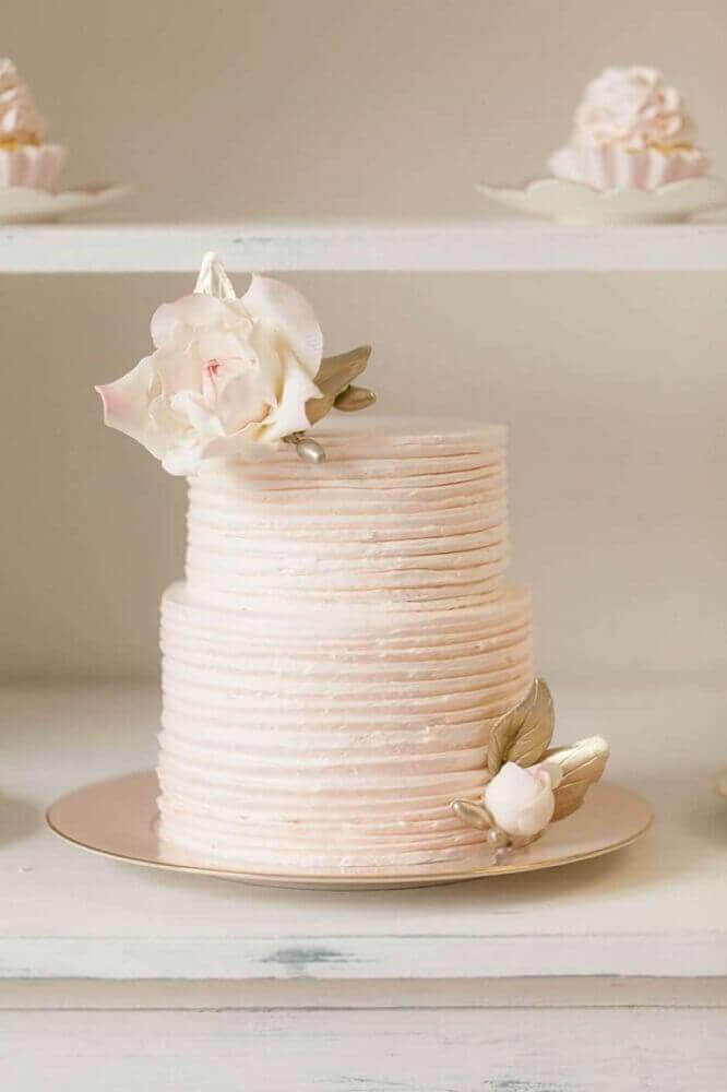 decoração delicada e romântica com bolo de casamento simples e bonito Foto LemonJellyCake