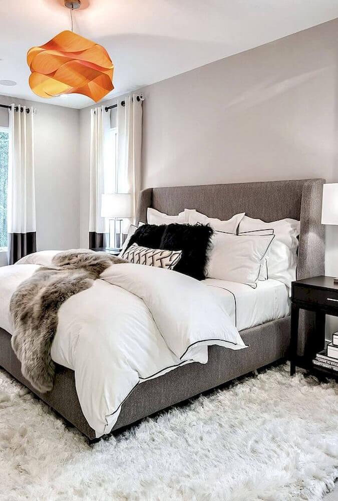 decoração em tons neutros com tapete felpudo para quarto Foto Trendecora