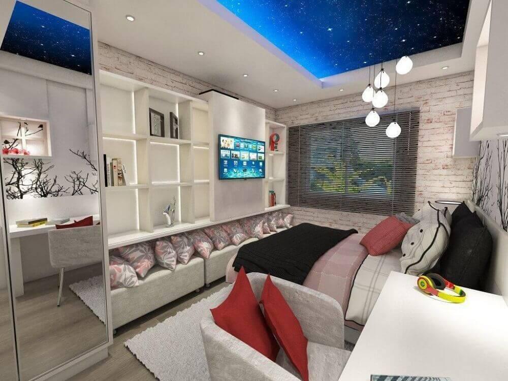 decoração para quarto de solteiro planejado com pendentes minimalistas e papel de parede de tijolinho Foto Ednilson Hinckel
