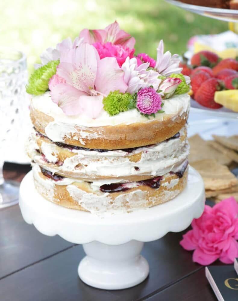 decoração rústica com flores para bolo para casamento simples Foto Festa de Casamento