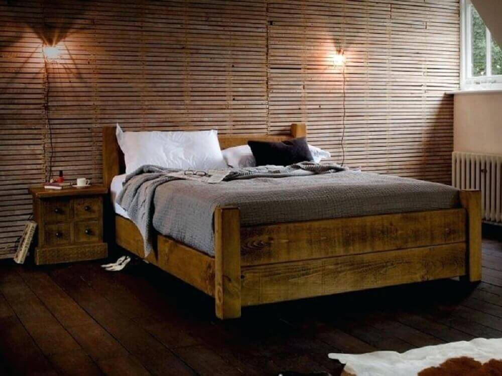 decoração rústica para quarto com cama de madeira de demolição